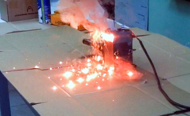 Curso Práctico de Instalaciones de Puesta a Tierra y Soldadura Aluminotérmica momento de la soldadura