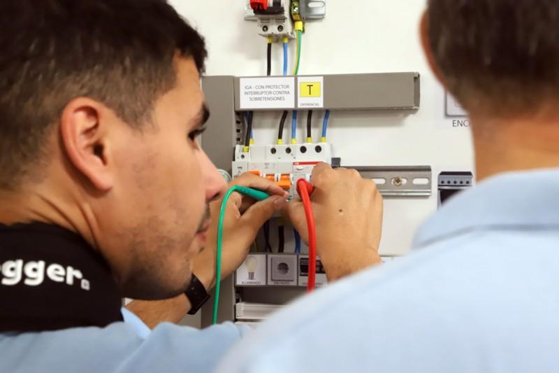 Curso Práctico de Medidas Eléctricas Reglamentarias medida de aislamiento