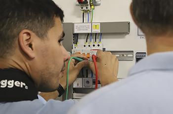 Curso Práctico de Medidas Eléctricas Reglamentarias