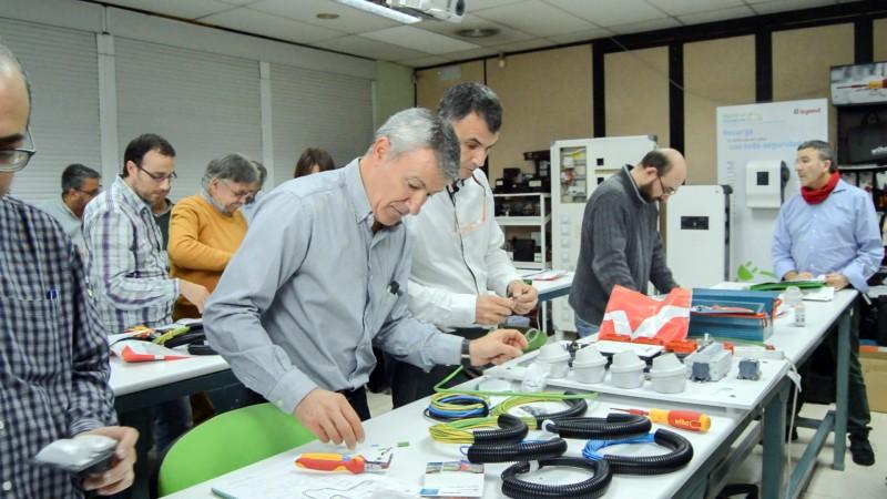 Curso domótica para profesores de FP de la Comunidad de Madrid montaje de prácticas