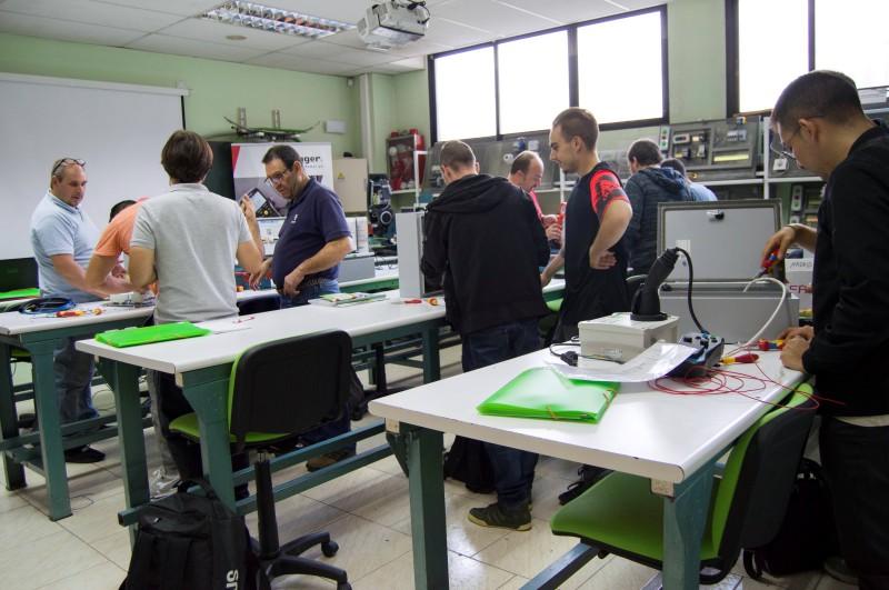 Curso puntos de recarga para vehículo eléctrico Grupo Clece instalaciones PLC Madrid